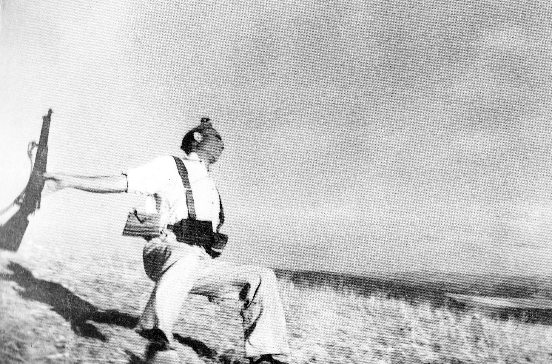 "Robert Capa ""Death of a Loyalist Soldier"""