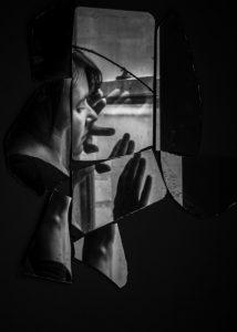 ManuelaThames_BrokenMirror4-500x700