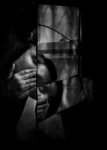 ManuelaThames_BrokenMirror5-500x701