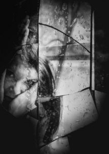 ManuelaThames_BrokenMirror6-500x700