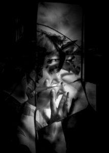 ManuelaThames_BrokenMirror8-500x700